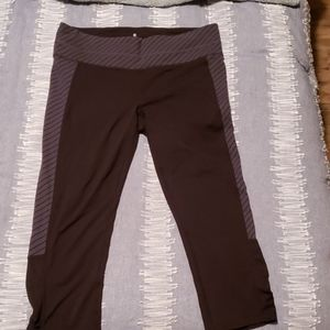 Athleta cropped tights/yoga pants sz L